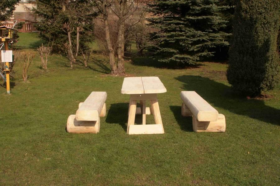 Gartenbank Holz Ohne RUckenlehne ~ Rustikale Gartenbank Kommt Ohne Viele Mittel Aus Sie Besteht Aus Holz